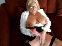 British MILF plays with her pussy