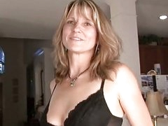 Amateur Milf Berkley gets nude & stuffs dildo for