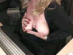 Plump older chick fondles and fill her gap with dildo by computer.