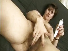 Shaggy middle-aged woman Vicky tries to stay true to her sexual preferences