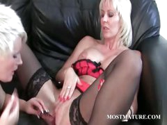 MILF enjoys her mature muff get dildoed