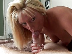 Blonde Milf is a real snake charmer