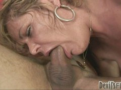 Dirty milf Kelly Leigh sucks on her man's schlong like it was candy